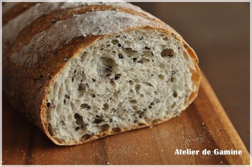 ホシノ天然酵母のごまパン